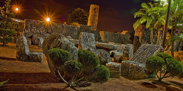 http://coralcastle.com/wp-content/gallery/castle-at-night/Night5.jpg